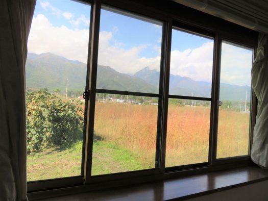 ダイニング窓の北西側の景観 H30.10撮影