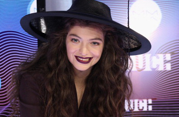 Lorde to Write & Perform Song for 'Mockingjay' Soundtrack