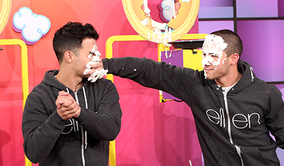 """Nick & Joe Jonas Face Off in a Game of """"Pie Face"""" on the Ellen Show + """"Close"""" Performance"""
