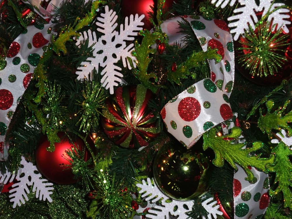 How To Place Ornaments On The Christmas Tree