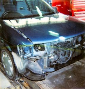 兄が事故を起こした時の修理の模様。撮影年月日不明