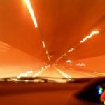 甲子トンネルの中。彼女に撮影してもらいました。僕が運転中だったので設定が変えられず、ブレブレです(笑)