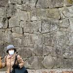 この石垣の写真には、歴史的遺構が捉えられていますが、皆さんお分かりになりますでしょうか。わからない方は、現地でガイドの方に尋ねてみてください。