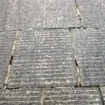 解説のないポイントその 4。参道の石が何の石だか、お分かりになりますでしょうか。