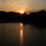 沈む夕日。