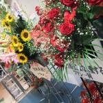 花束。「安藤美姫をこよなく愛するファン一同」の皆さんからの花束が、真っ赤なバラなのを観て、何となく納得。