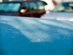 車の天井が凍っていました。