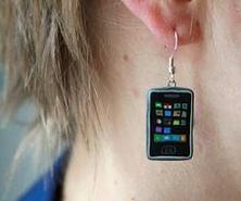 iphone-earring-20090204-600.jpg