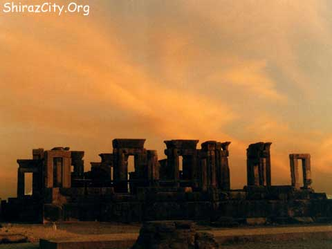 https://i0.wp.com/www.shirazcity.org/shiraz/Shiraz%20Information/Sightseeing/images/Persepolis/b12.jpg