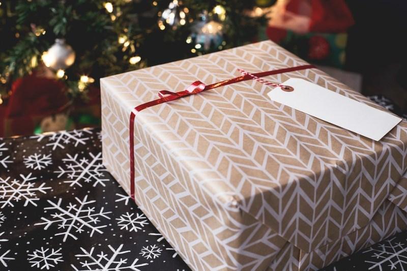 איך לארוז מתנות