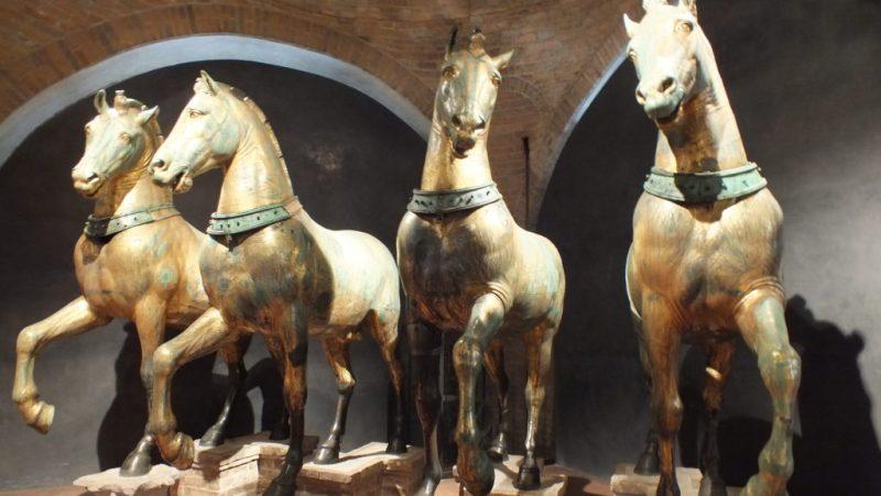 הסוסים במוזיאון
