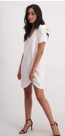 מה ללבוש לראש השנה - שמלת מיני עם שרוולים קפלונים
