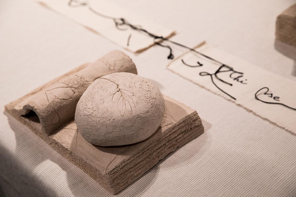 Maria Lai - Invito a tavola, 2004 (detail) | Foto Arasolè, courtesy Fondazione Stazione dell'arte
