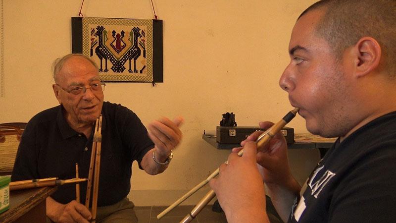 Luigi Lai, lezione di launeddas. 📷 Roberto Putzu