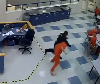 【動画】囚人vs看守 刑務所で囚人が突然看守に殴りかかる衝撃映像