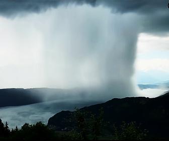【自然】積乱雲から大量の雨。集中豪雨映像が凄い!