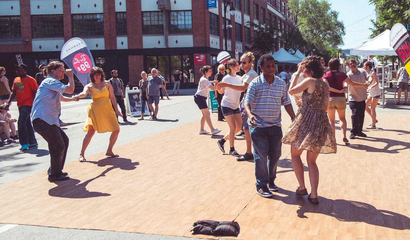 Cat's Corner - Danse extérieure