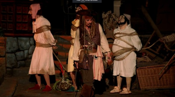 Video Johnny Depp Surprises Fans Captain Jack Sparrow Disneyland