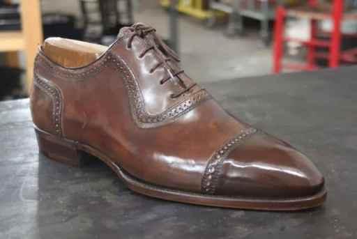 Modellen Maverick som är en elegant Adelaide, i brunt och på Almond toe. Finns också i tan.