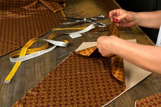 Slipsarna tillverkas i en liten ateljé i Neapel, med mycket slipskunskap innanför väggarna. Bild: The Rake