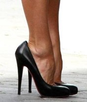 Alles over de style van Victoria Beckham. Victoria Beckham heeft gevoel voor mode, fashion en style. Ontdek hier haar mode labels, schoenen en meer!