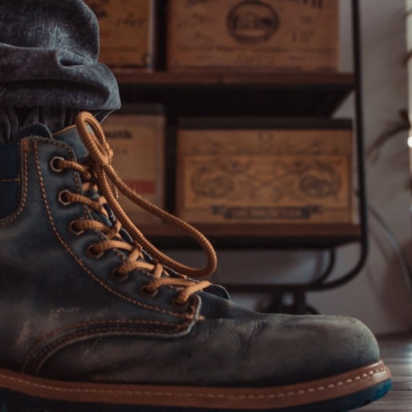 10 Best Steel Toe Boots For Winter [Guide & Review]