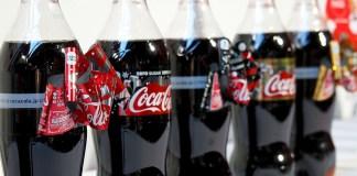"""一年の感謝をこめて""""リボンボトル""""で""""オドロキ""""を贈ろう! コカ・コーラ"""