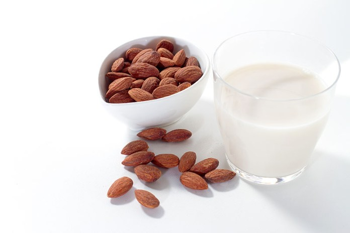 アーモンドミルク 日本上陸5 参入相次ぎ賑わう市場