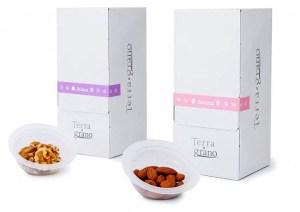 「Terra・grano」のアーモンドとクルミ(東洋ナッツ食品)