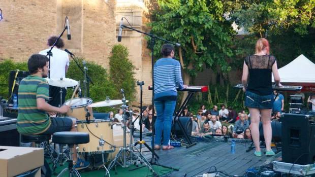 Tirana, con formato banda, en el Petit Format
