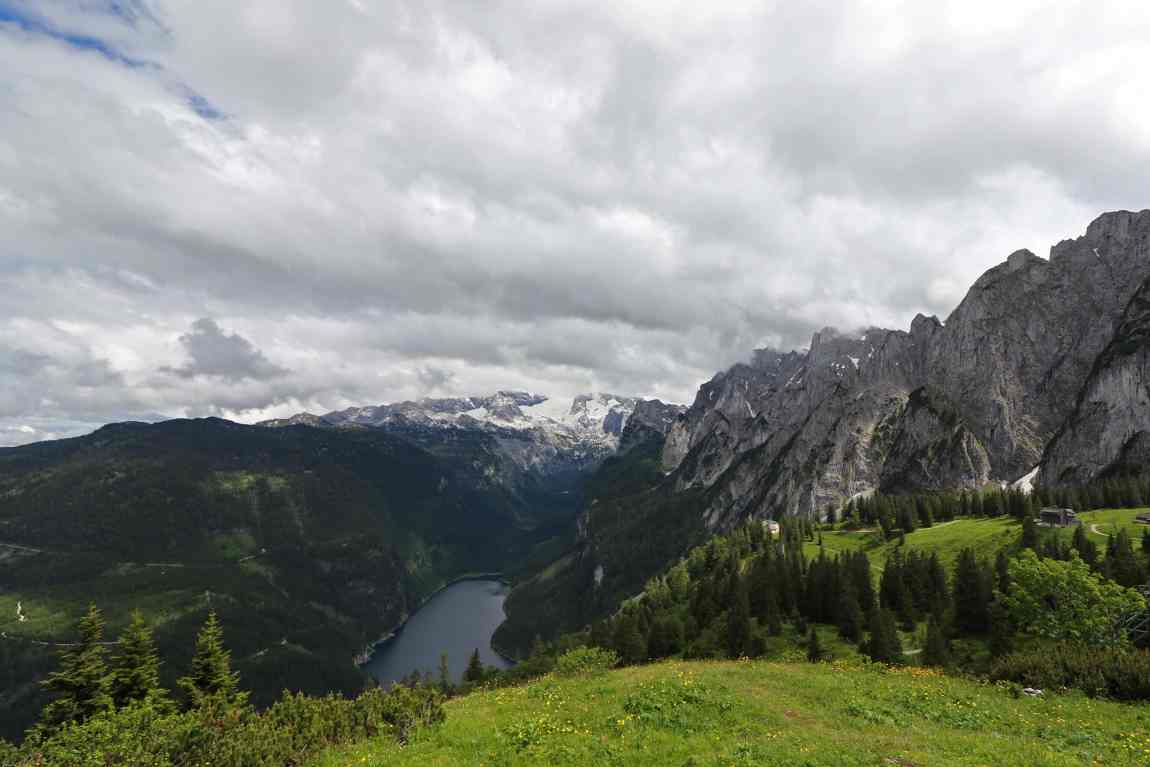 The view of Lake Gosau and the Dachstein mountain range from Zweiselalm
