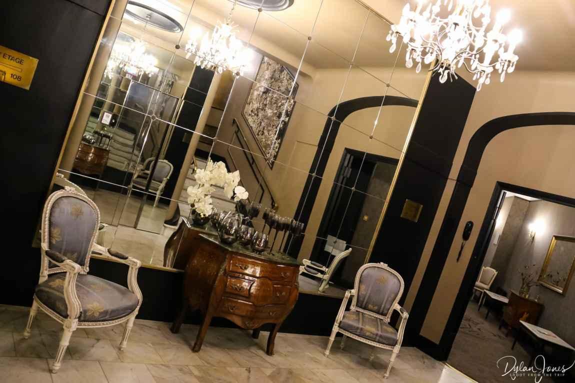Third floor lobby area of the Hotel Carlton Lille