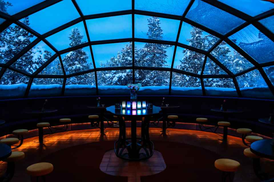 Overview of the amazing Glass Igloo Bar at Kakslauttanen West Village