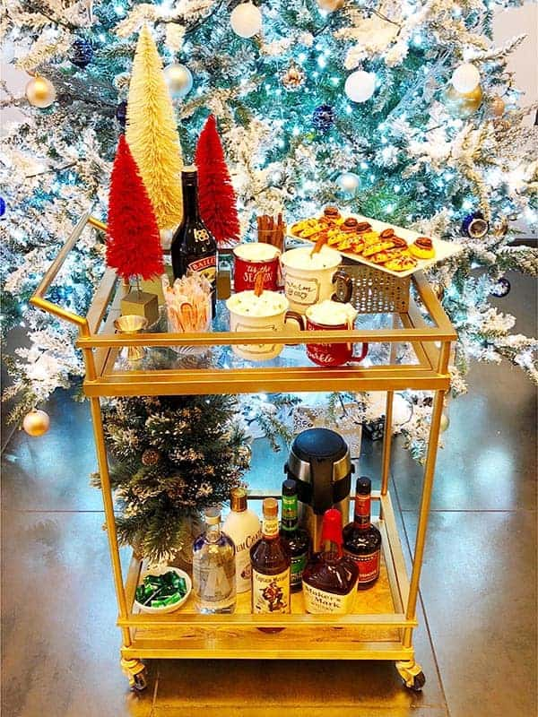 Kinzie Hotel holiday cart