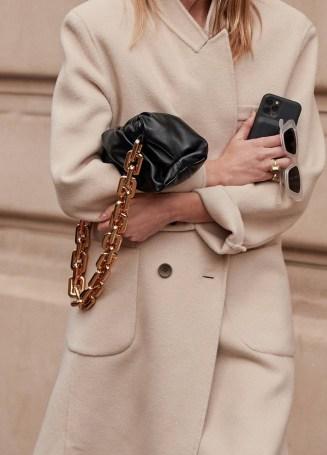 Chain bag trend