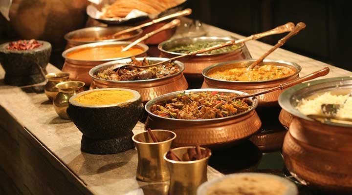 5 best places to go for food walk around Delhi