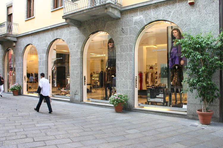 Spallanzani inaugura una nuova vetrina da Gio Moretti in via della Spiga  Shopping Milano Roma