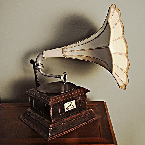 1911 HMV Gramophone Monarch Model V Record Player With Horn