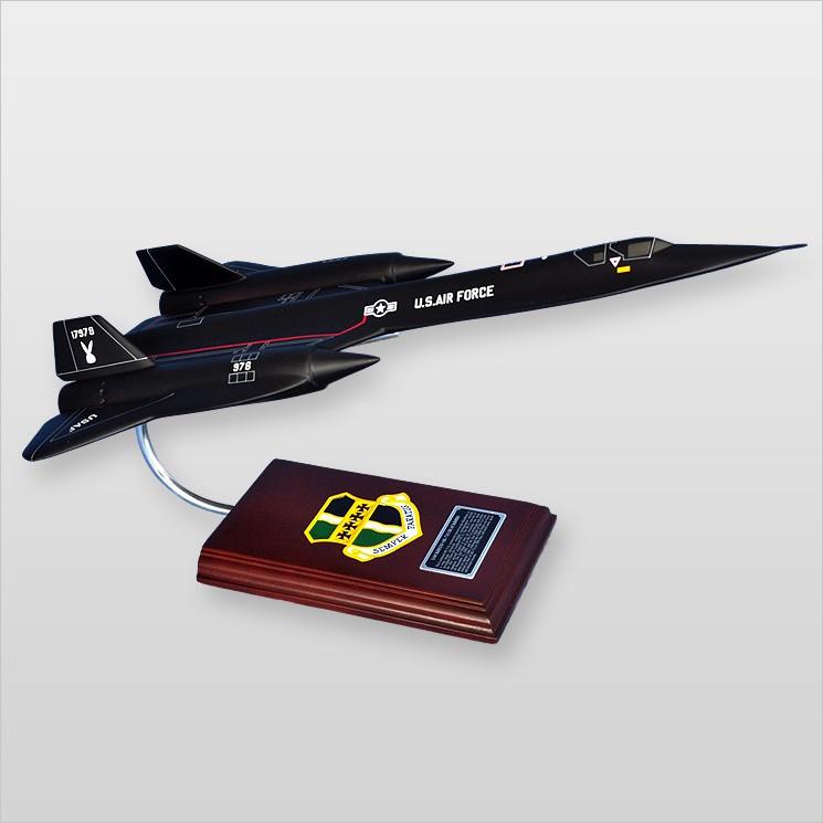 Lockheed SR-71A Blackbird Model Scale:1/63
