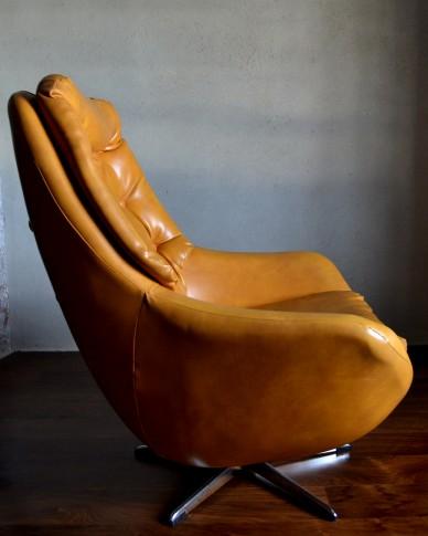 Retro Swivel Egg Chair  Vintro