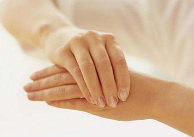 تنميل الأصابع عرض واحد وأسباب مختلفة بوابة الشروق