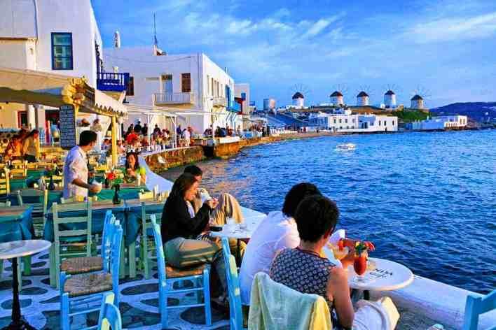 اليونان تعيد فتح المطاعم والحانات للمرة الأولى منذ 6 أشهر - بوابة الشروق - نسخة الموبايل