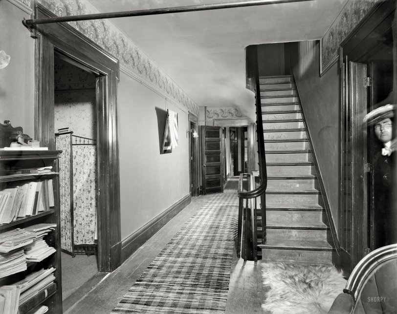 Peeking Woman 1901 Shorpy Historical Photos