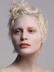 short wavy haircuts women 2012