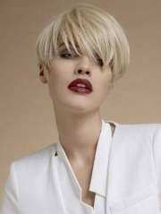 trendy short hair women
