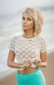short haircuts blondes