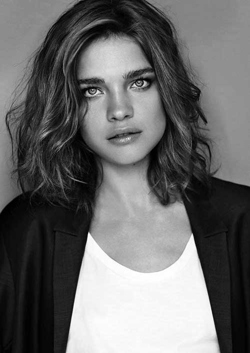 Short Shoulder Length Wavy Hairstyle