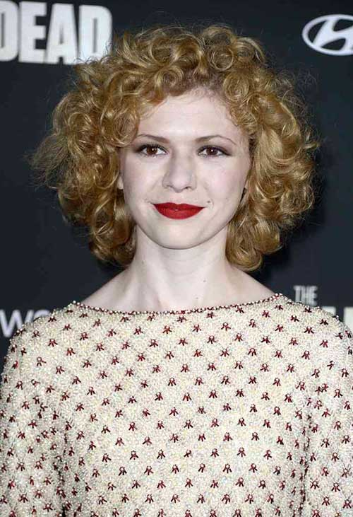 7 Short Curly Haircuts For Round Faces