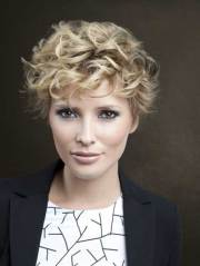 pretty short curly hairstyles