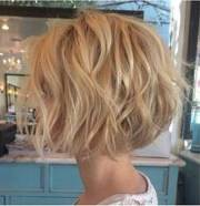 popular short wavy hairstyles
